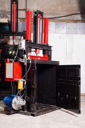 Пресс для вторсырья Мини на 2.2 кВт на 10 тонн. Пресс для макулатуры